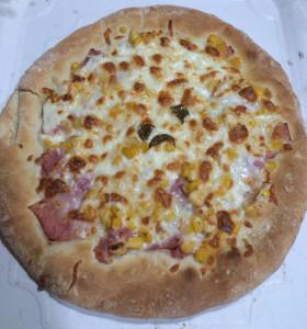 Pizza Mozzarella, Jamón York, Maíz y Nata Líquida