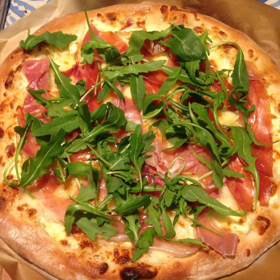 Pizza hecha con la mejor masa para pizza casera