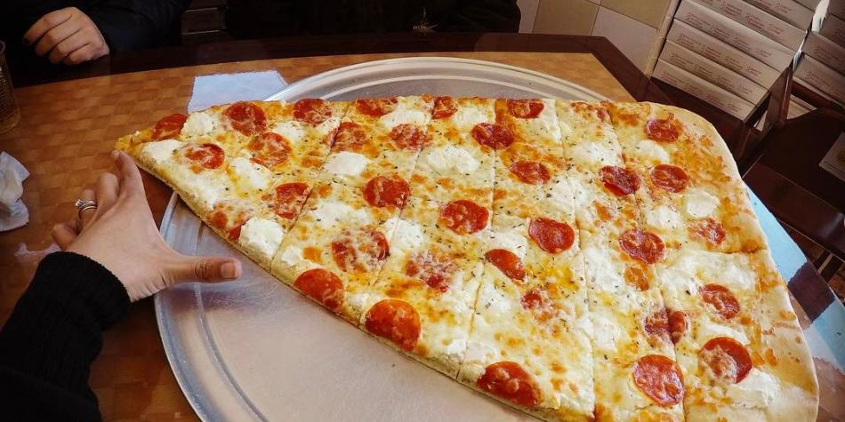 La sirven en nueva york la pizza m s grande del mundo for Mundo pizza la algaba